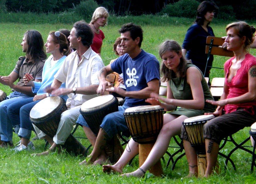 Martin Crillovich mit Trommelgruppe